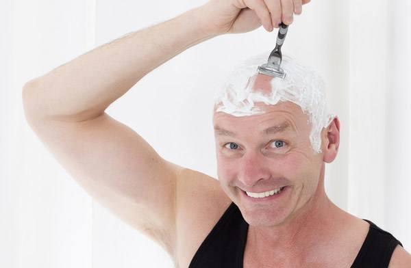 raka huvudet med rakapparat